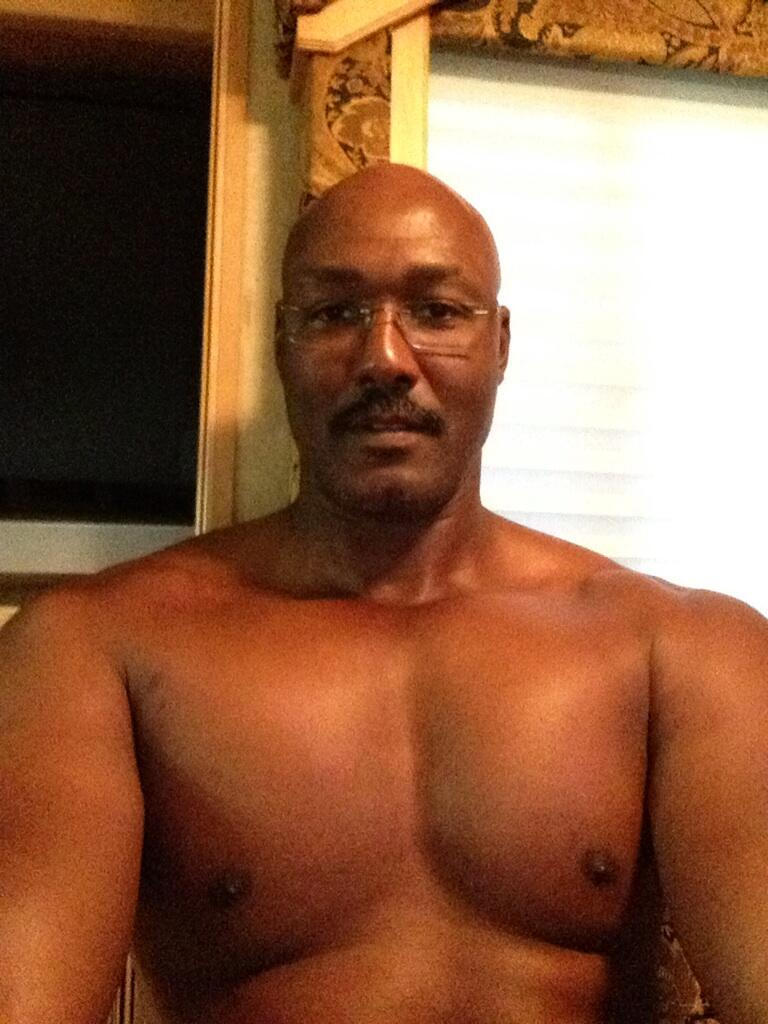 the mailman loves taking selfies�who woulda thunk
